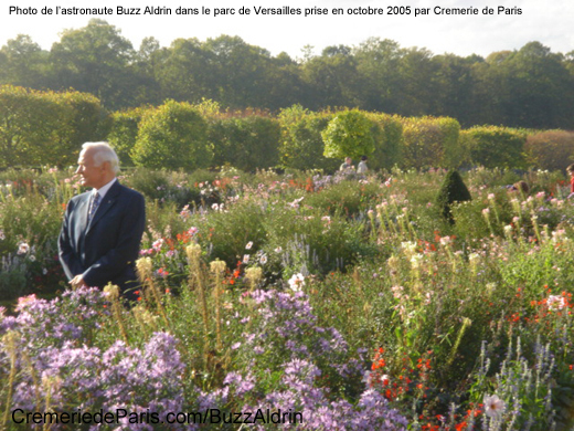 Buzz Aldrin dans le parc de Versailles, photo Octobre 2005 by Cremerie de Paris