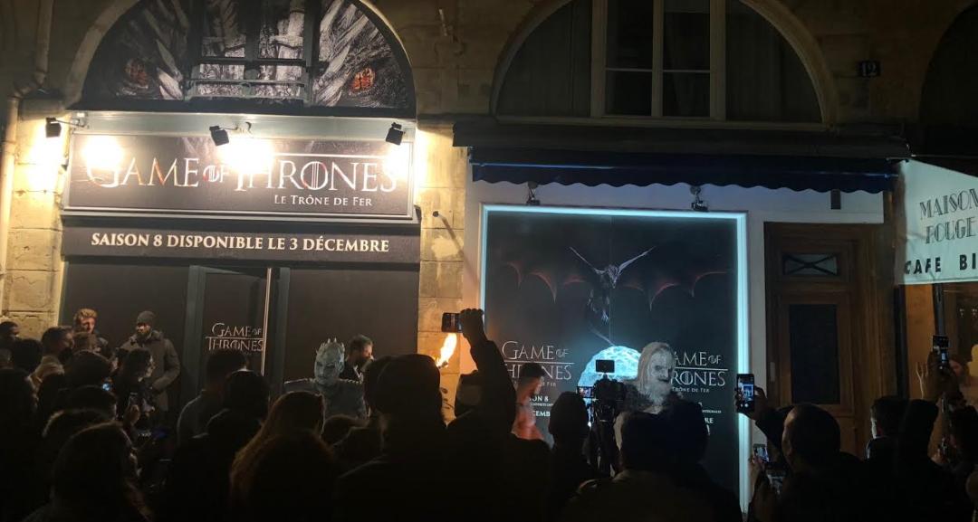 Façade de Game of Thrones la Cremerie N°6, derrière le roi des Marcheurs Blancs