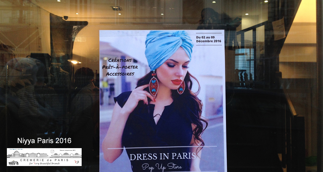 Affiche Niyya Paris dans la Porte du Pop Up Store