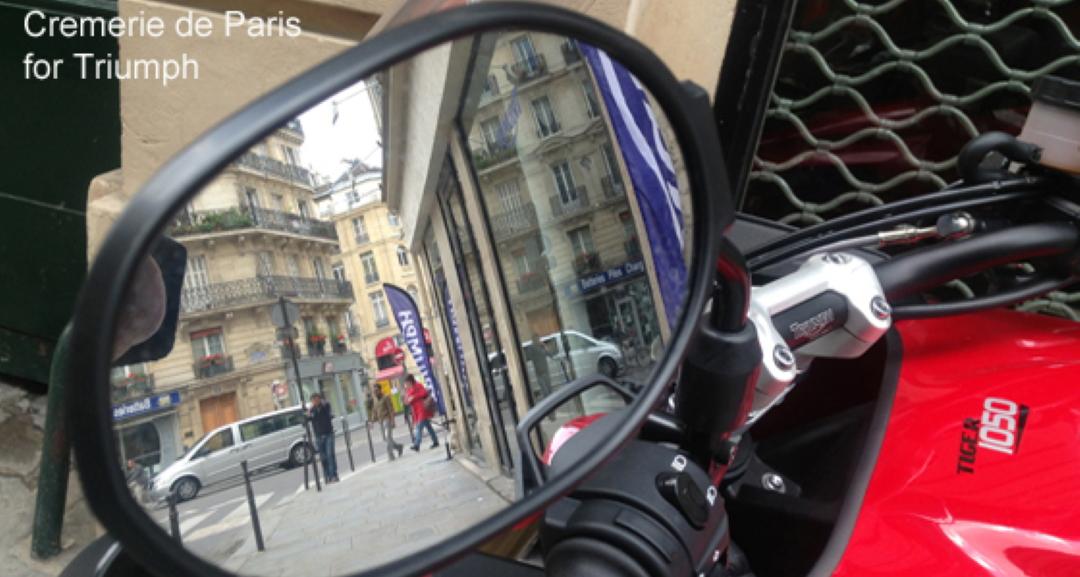 La rue des Halles dans un rétoviseur Triumph Tiger 1050