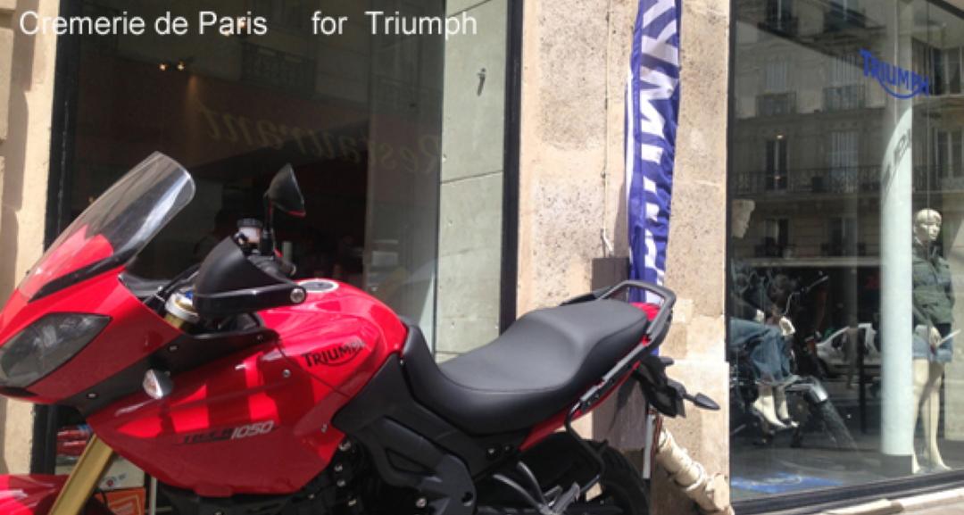 une Triumph Tiger 1050 devant la Cremerie de Paris