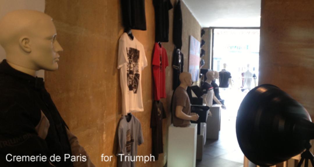 T-shirts Triumph le long de la Cremerie de Paris