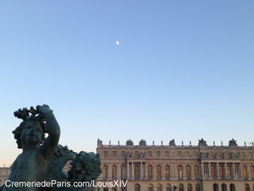 Day Moon seen from Versailles