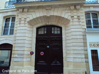 Gate of the Hotel de Villeroy - 34 rue des Bourdonnais